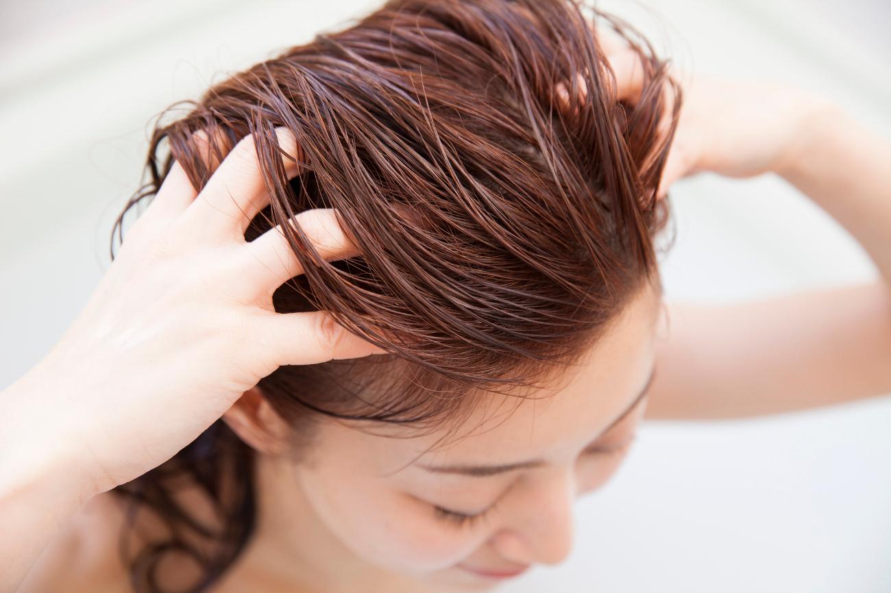 顔の皮膚より薄い頭皮をケア!健やかな頭皮が美髪を育てる理由