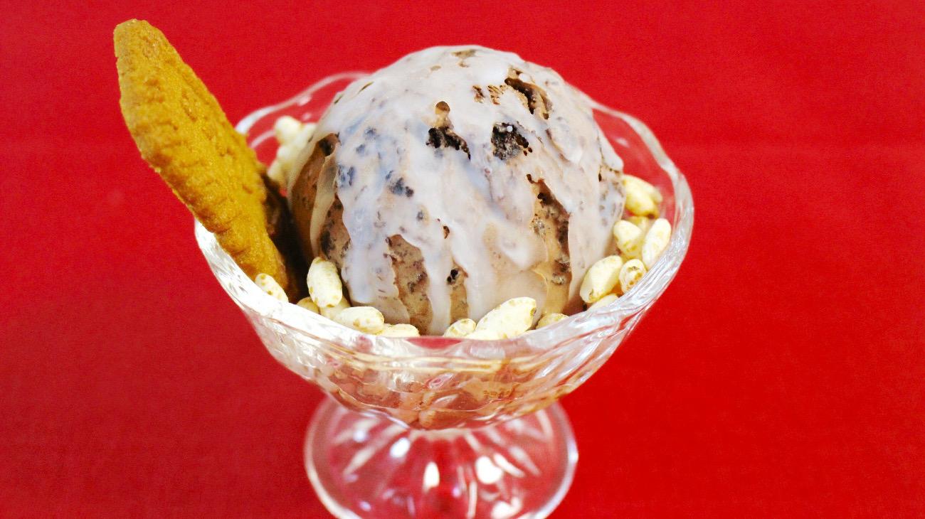 かけるだけで完成!ココナッツの簡単コーティングアイス|おかわりおやつ