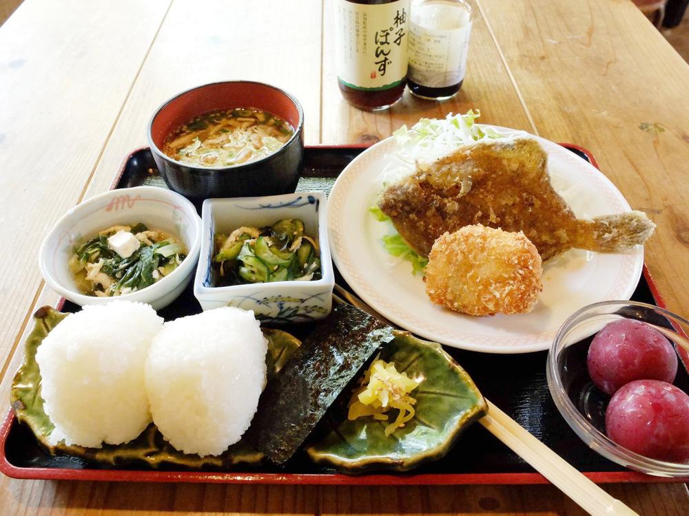 旅先で地元の食を楽しむ。小豆島の「こまめ食堂」