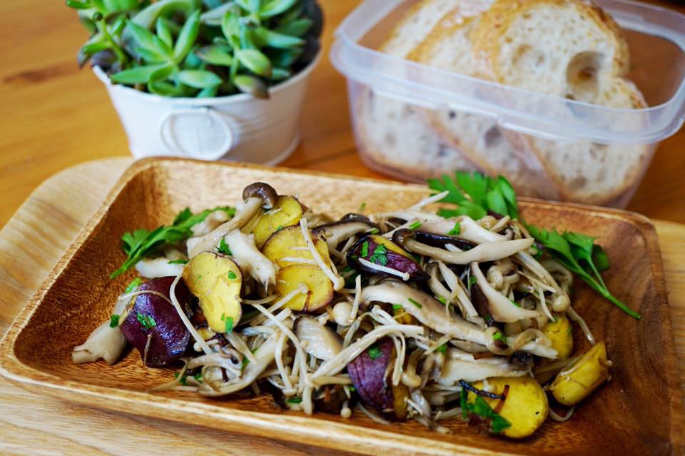 今年の秋こそ「菌活」!キノコとサツマイモのほくほくソテーの簡単レシピ
