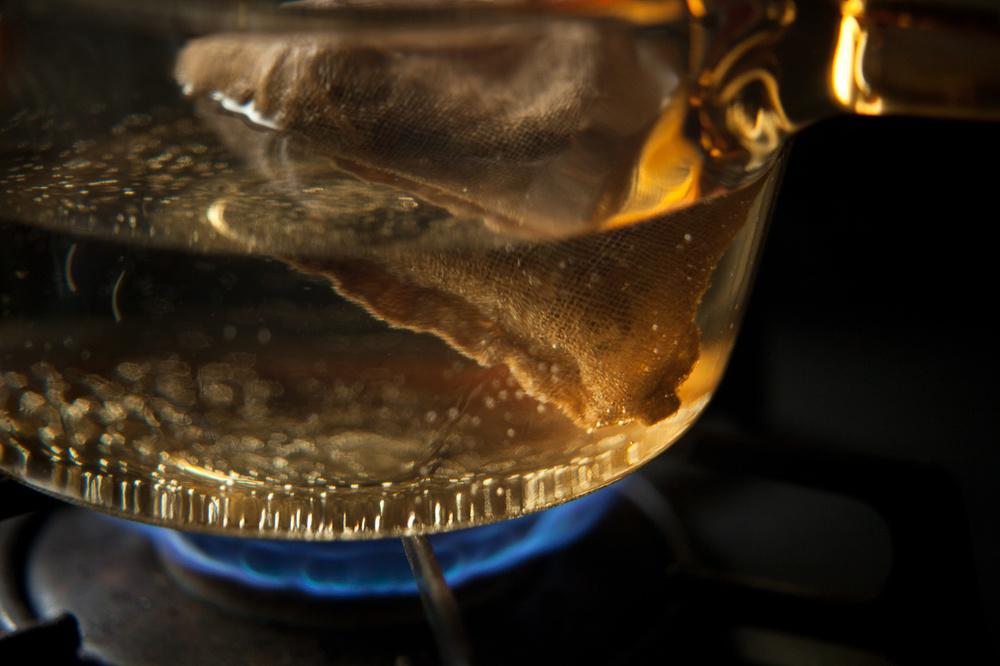 【連載】からだを慈しむ、薬草の旅 vol.8|薬草茶を自宅で淹れてみよう - 浅く煎じる編