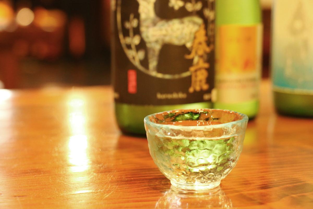 奈良でたしなむ大人の古都の味「南都諸白 春鹿」に学ぶ、こだわり日本酒とは