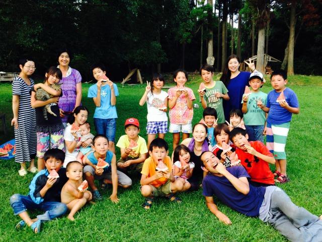 たくましい子ども達に万歳! ブラウンズフィールド夏の子どもキャンプ